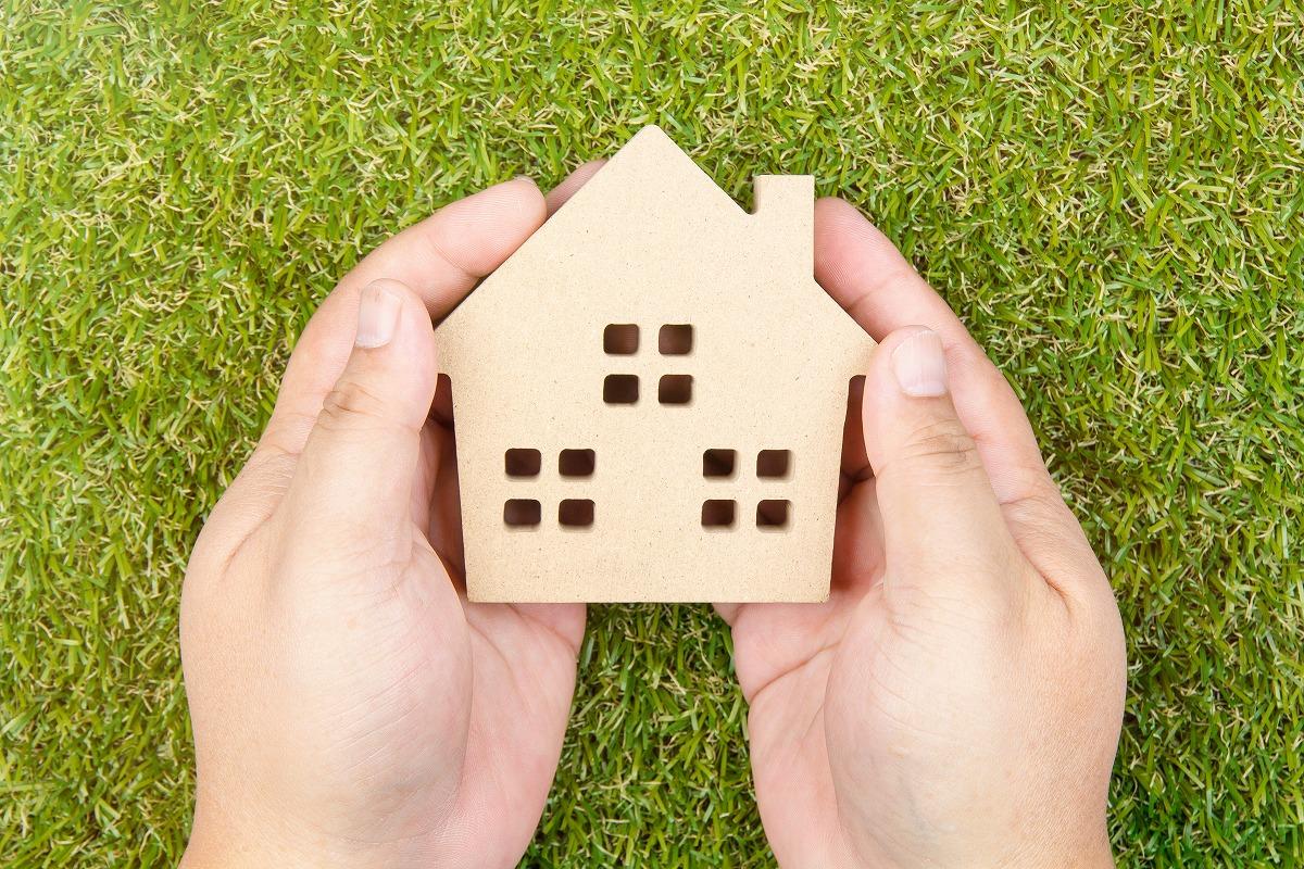 土地や建物を贈与する際の不動産価格の算出方法とは