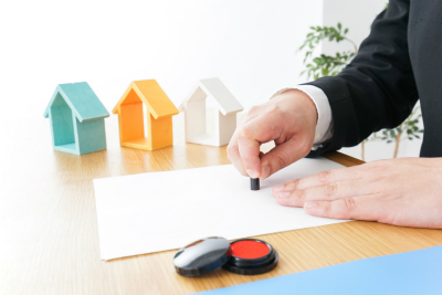 家族信託ではご自身が亡くなったあとの財産管理について遺言書の機能を果たし、加えて遺産を受け取る方の財産管理についても決めておくことができます